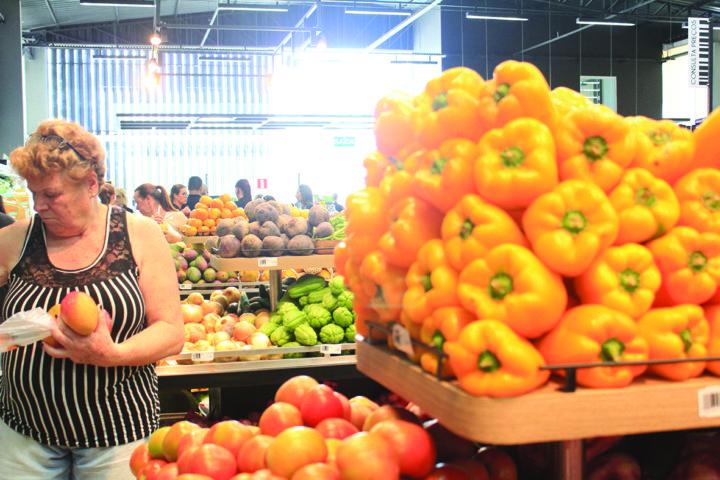 Frutas e verduras podem tapear a fome e cair melhor no estomago: cuidados antes das ceias. (Foto: Mariana Honesko).