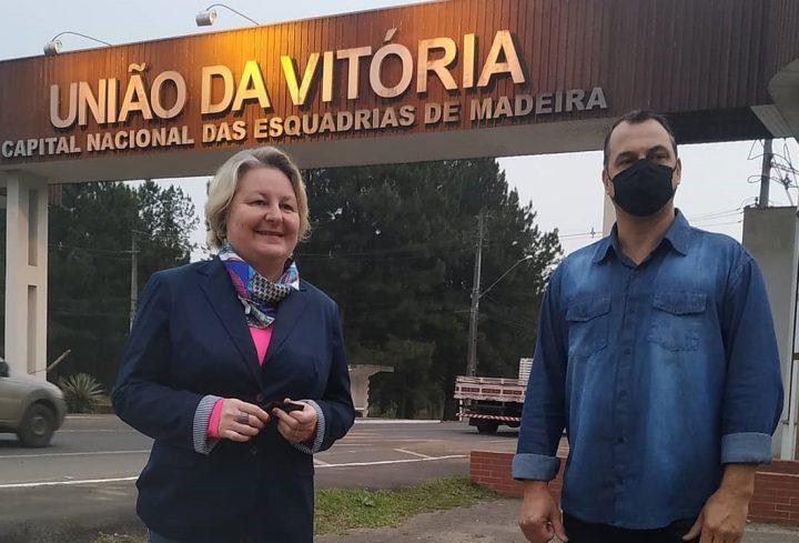 Patricia de Faria e Almires Bughay Filho